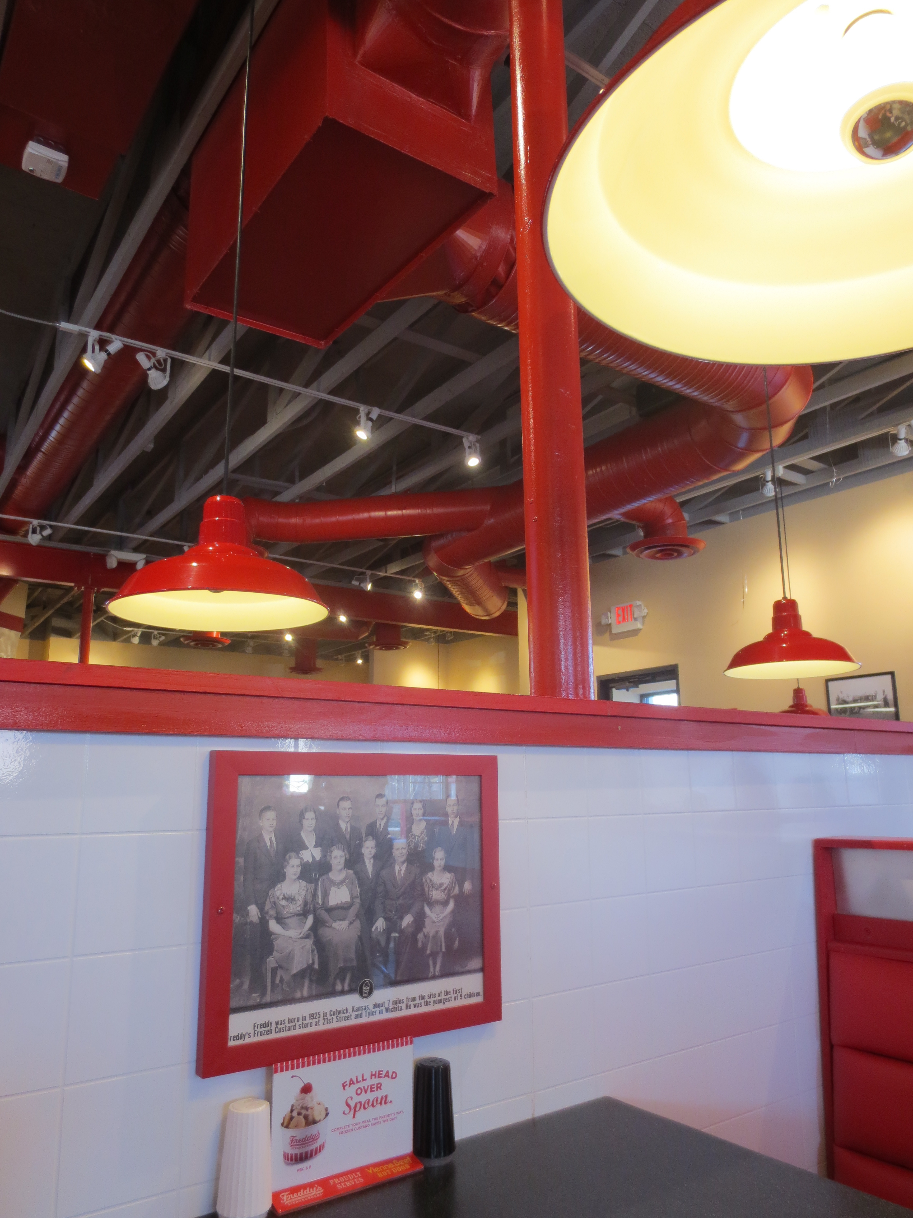 Freddy's Frozen Custard and Steakburgers Dining Roo